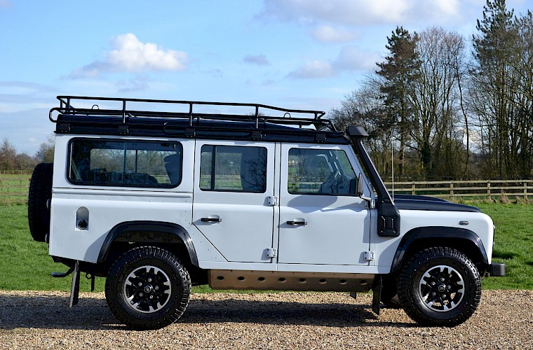 2015/65 Land Rover Defender 2.2TD 110 Adventure Limited Edition 3