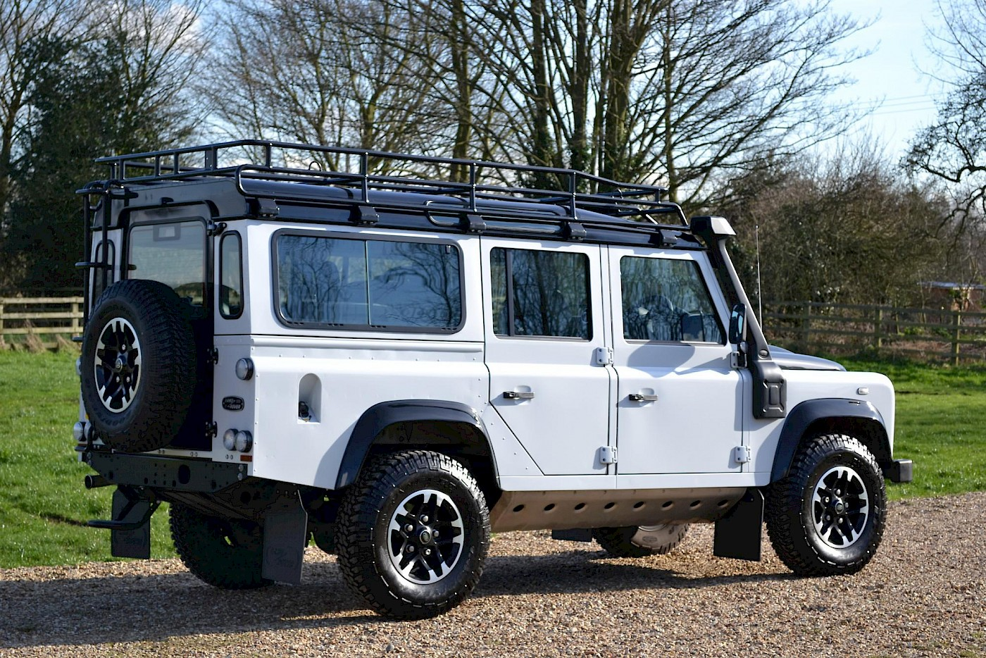 2015/65 Land Rover Defender 2.2TD 110 Adventure Limited Edition 4