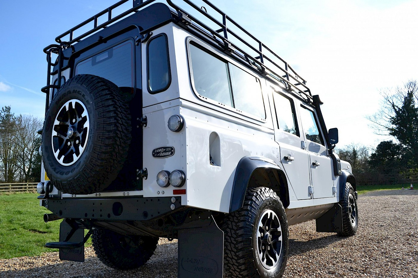 2015/65 Land Rover Defender 2.2TD 110 Adventure Limited Edition 8