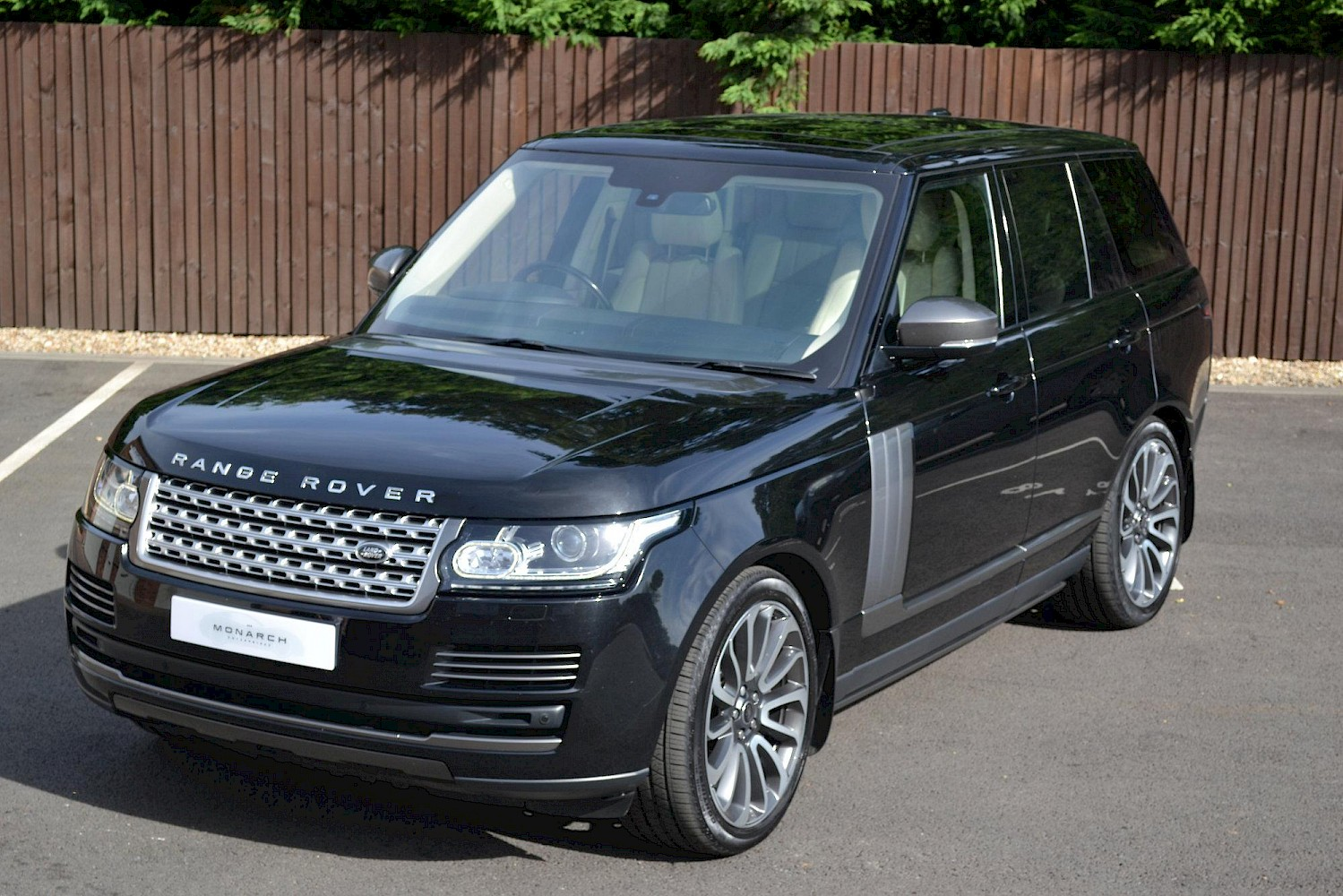 2013 13 land rover range rover vogue 4 4 cars monarch enterprises. Black Bedroom Furniture Sets. Home Design Ideas