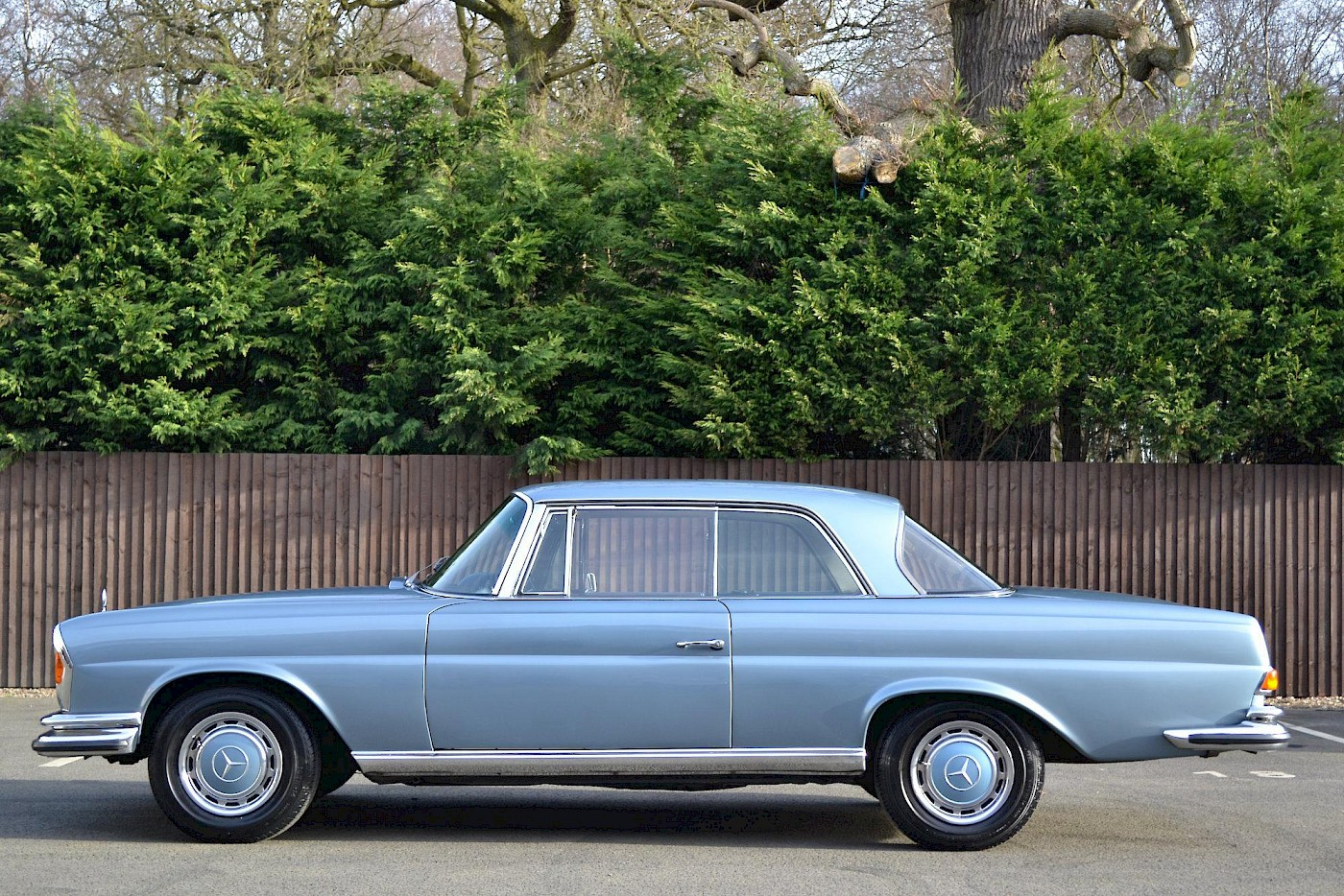 1971 RHD Mercedes-Benz 280 SE 3.5 V8 Coupe 8