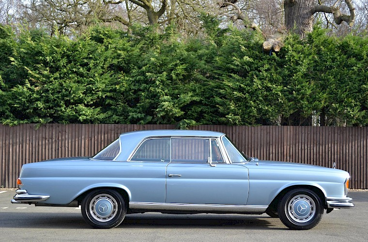 1971 RHD Mercedes-Benz 280 SE 3.5 V8 Coupe 7