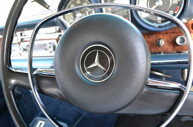 1971 RHD Mercedes-Benz 280 SE 3.5 V8 Coupe 22