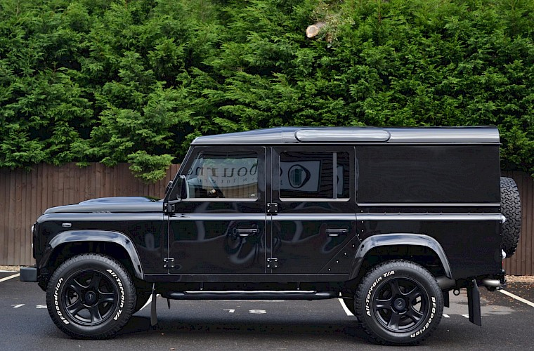 2014/64 Land Rover Defender 110 XS Utility URBAN Nurburg Edition 10