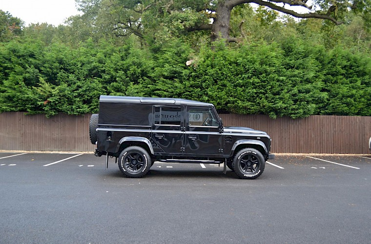 2014/64 Land Rover Defender 110 XS Utility URBAN Nurburg Edition 8