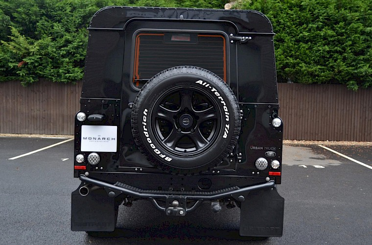 2014/64 Land Rover Defender 110 XS Utility URBAN Nurburg Edition 15