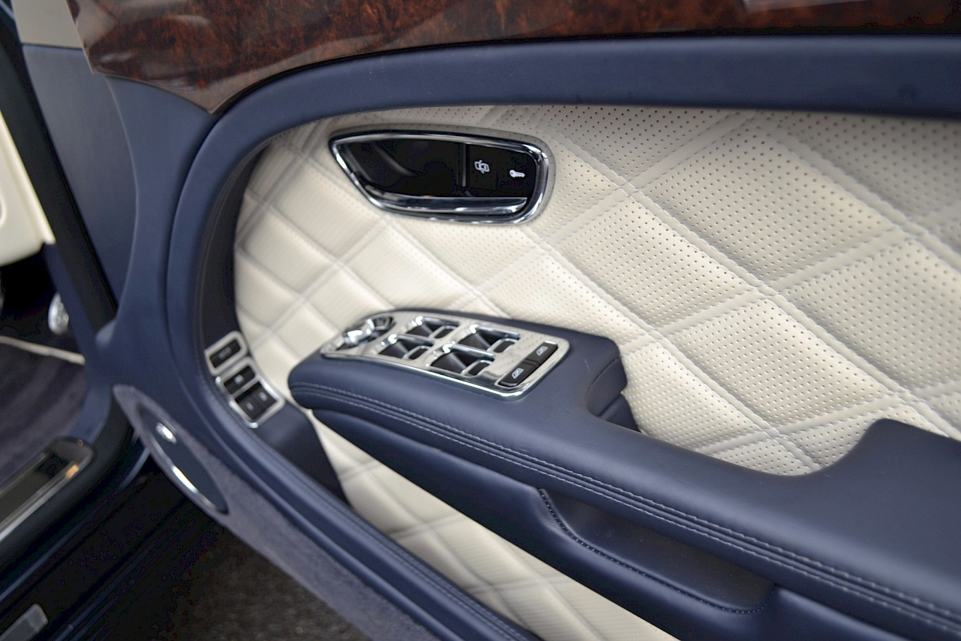 2015/64 Bentley Mulsanne Speed 25
