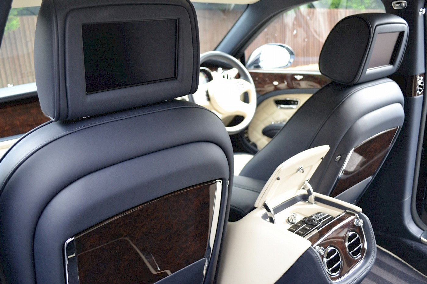 2015/64 Bentley Mulsanne Speed 33
