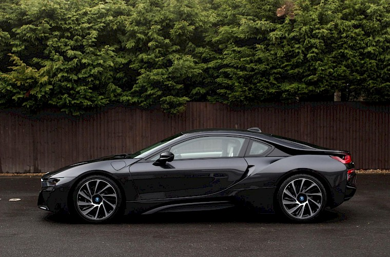 2016/16 BMW i8 Coupe 13