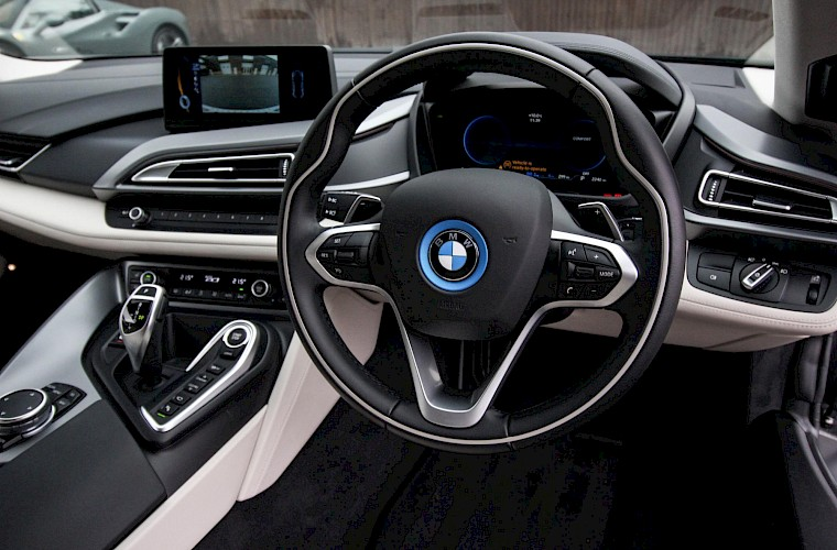 2016/16 BMW i8 Coupe 38