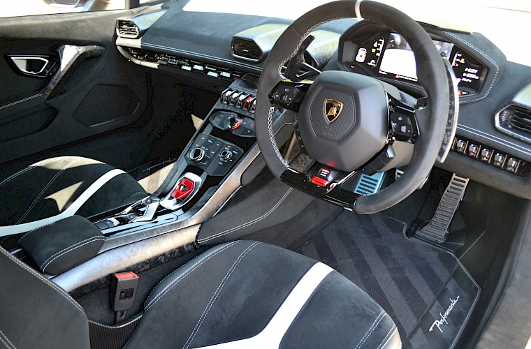 2017/67 Lamborghini Huracan Performante LP640-4 30