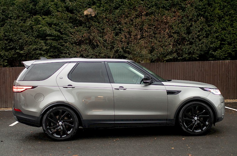 2017/17 Land Rover Discovery First Edition TD6 9