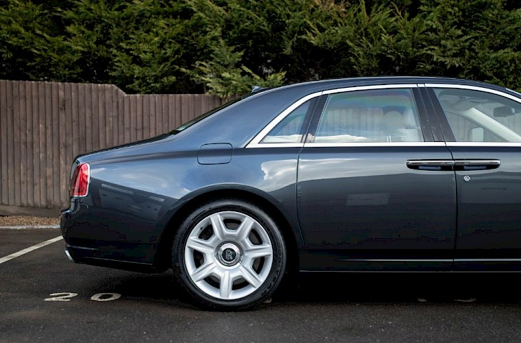 2011/60 Rolls-Royce Ghost V12 15